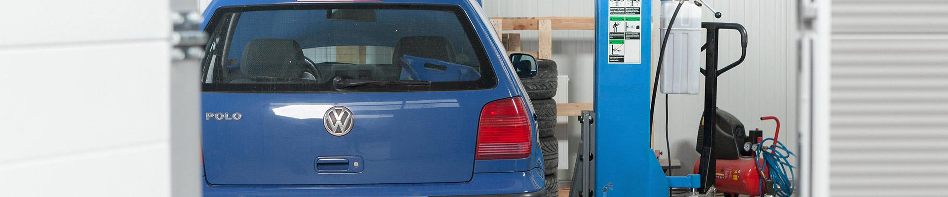 Ein VW Polo in der Werkstatt