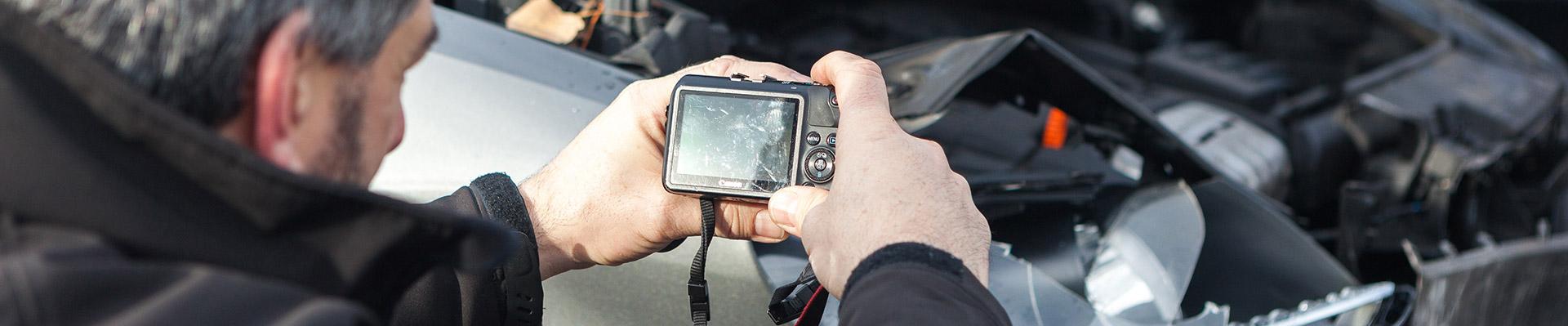 Schäden werden mit einer Kamera dokumentiert